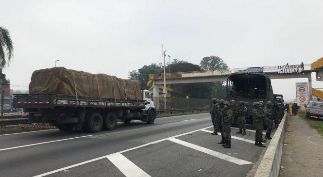Greve de caminhoneiros entra no 10º dia; forças de segurança fazem ação contra manifestantes