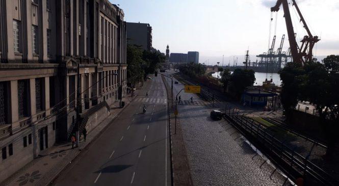 Vias do Porto de Santos, SP, ficam desertas após bloqueios de caminhoneiros