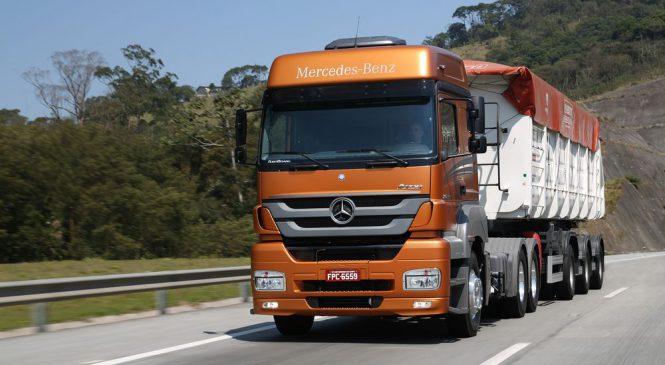 Mercedes-Benz lidera as vendas de caminhões pesados