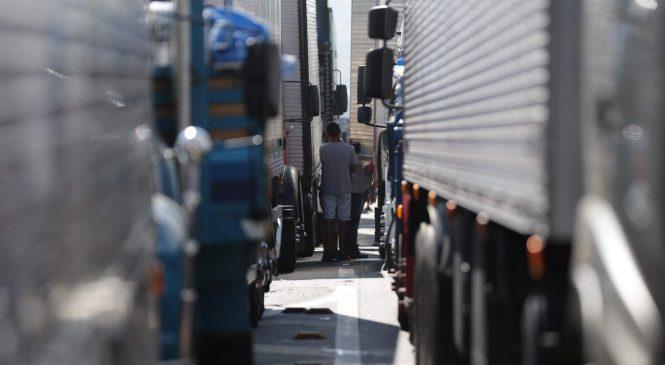 Na AGU, empresas pedem desconto de multas por greve de caminhoneiros