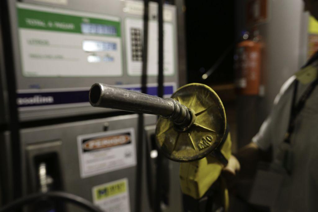 Texto aprovado prevê cassação do registro de posto que vender combustível adulterado