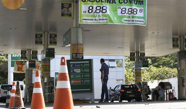 Procons poderão multar postos que não repassarem redução de preços do diesel