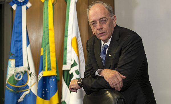 Pedro Parente pede demissão da presidência da Petrobras.