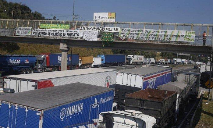 Caminhoneiros fecham acordo com setor de grãos para definir valor do frete
