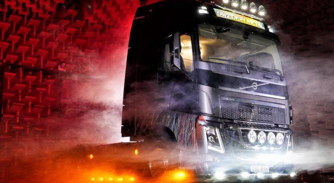 No Dia Mundial do Rock, o Volvo FH ficou ainda mais pesado