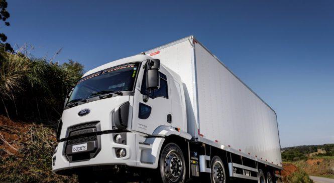 Ford Caminhões lança versão 8×2 da linha Cargo Power