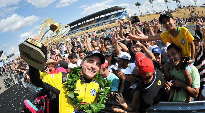 Diante de 36 mil pessoas, Giaffone é campeão da Copa Centro-Oeste