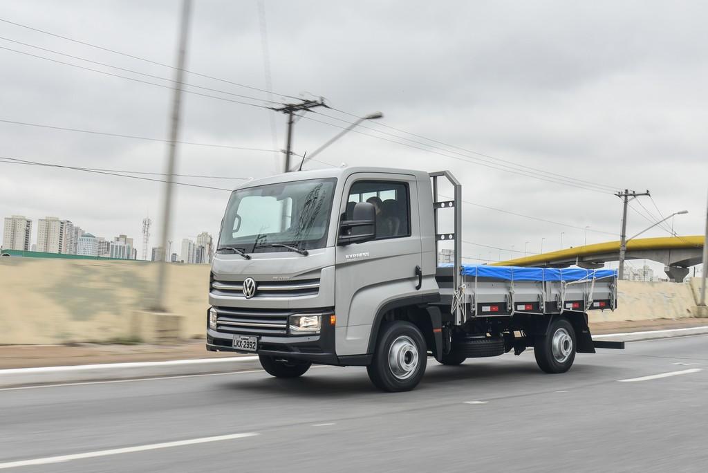 Novo caminhão Delivery sai com implemento de fábrica