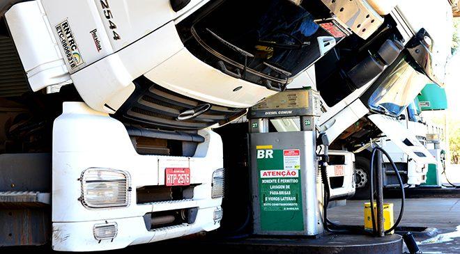 Litro do diesel registra pequena redução e chega a R$ 3,49 na média nacional, segundo levantamento da Ticket Log