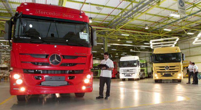 Mercedes-Benz contrata 150 funcionários para fábrica em Minas Gerais