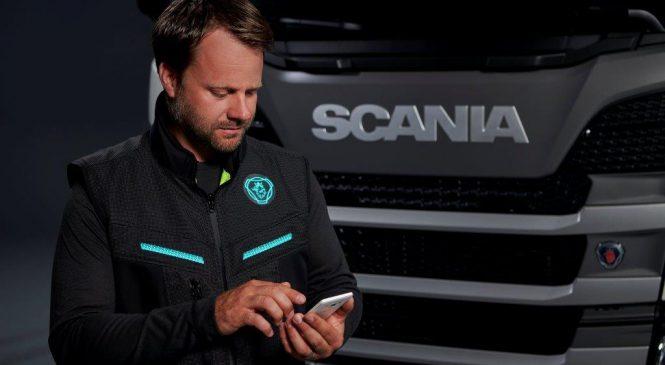 Scania mostra colete conectado que aumenta segurança do caminhoneiro.