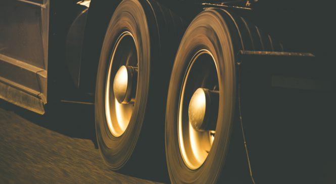 Vendas de pneus de carga puxaram desempenho do setor no terceiro trimestre do ano.