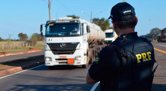 Caminhoneiros ignoram a lei e são flagrados com excesso de peso em rodovias federais do ES