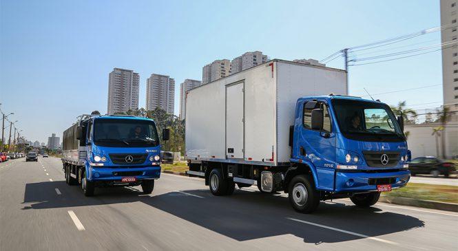 Mercedes-Benz lidera as vendas de caminhões leves em outubro
