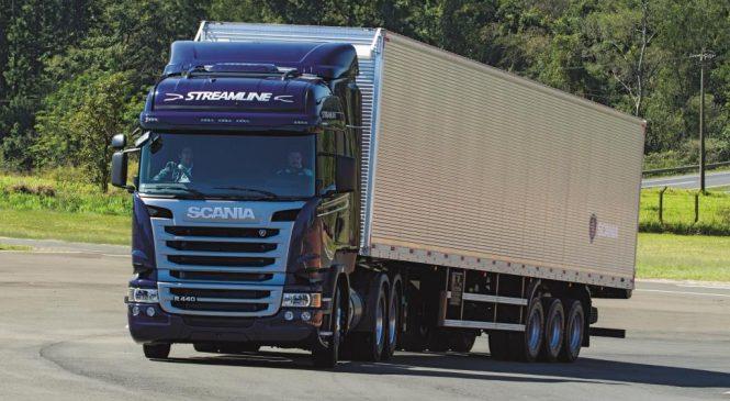Promoção Serviço Premiado Scania entrega caminhão para Transportadora Pra Frente Brasil