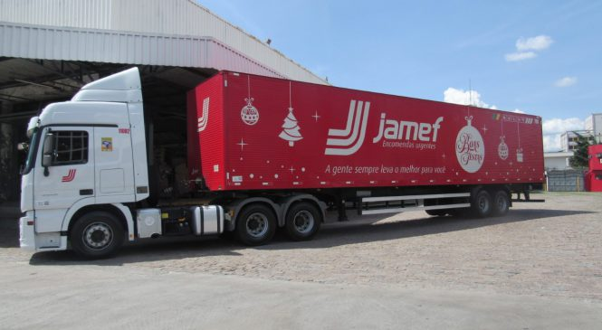 Jamef enfeita as carretas para o Natal