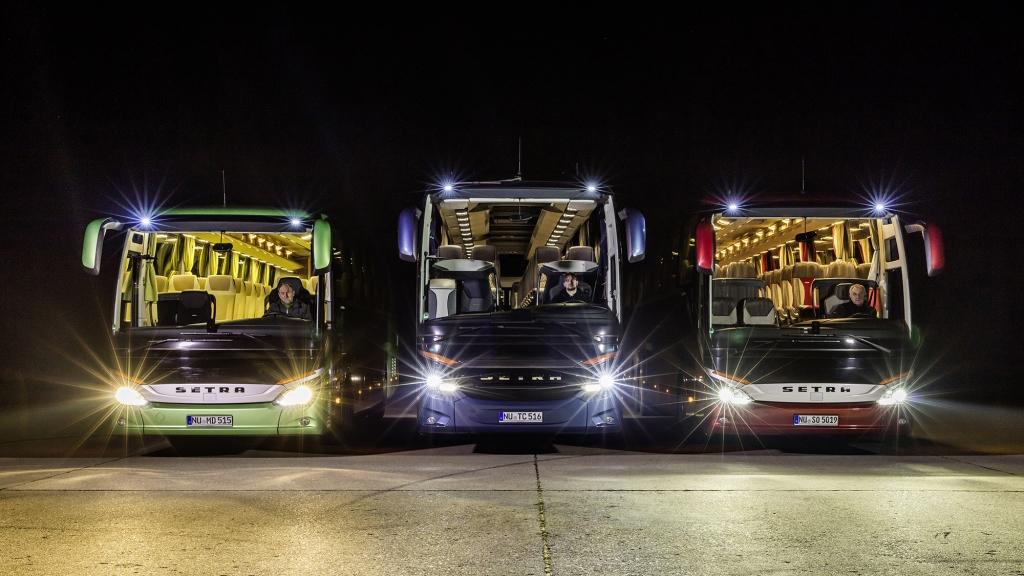 Os faróis de led e o ônibus iluminado