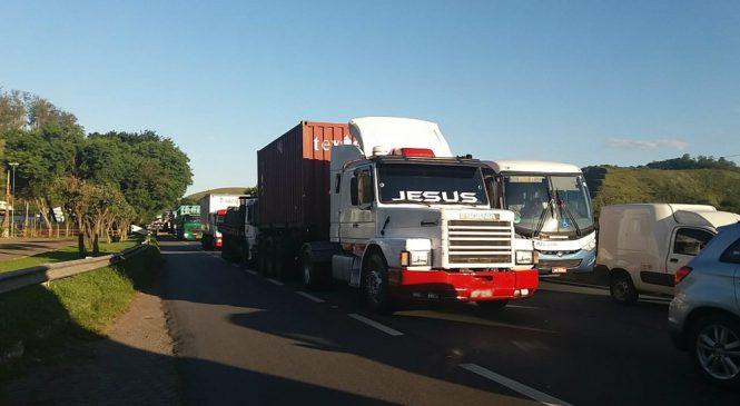 Protesto de caminhoneiros: quatro são detidos e um fica ferido na Dutra, em Barra Mansa