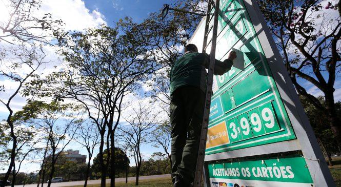 Gasolina ficou mais cara nas refinarias