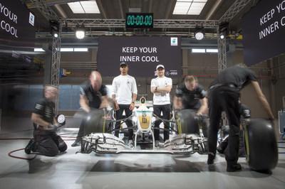 Hamilton e Bottas mantêm a cabeça fria no lançamento global do PETRONAS Syntium com a tecnologia °CoolTech™ em Turim