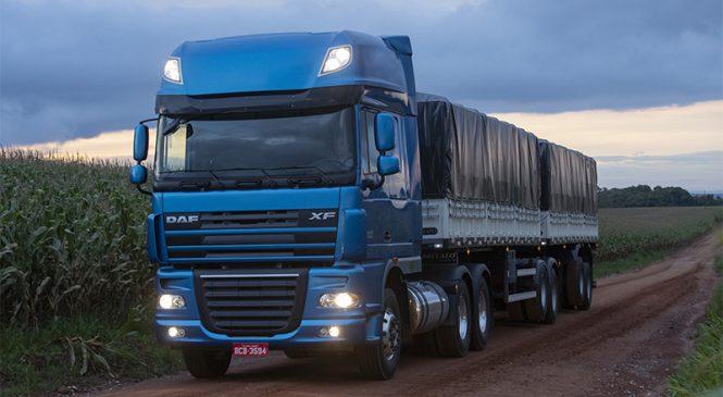 Caminhões DAF são equipados com exclusivos faróis Skylight