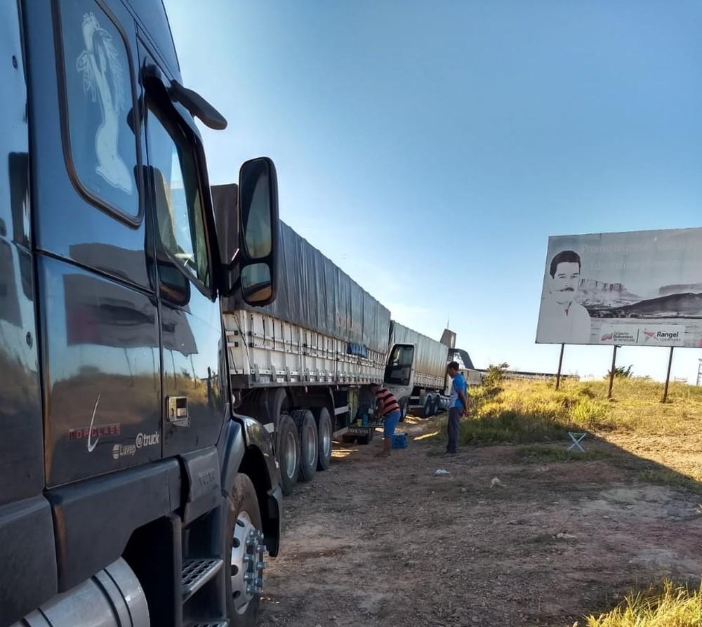 Com fronteira fechada, caminhoneiros brasileiros ficam impedidos de sair da Venezuela