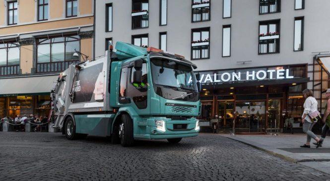 Volvo faz sua primeira entrega de caminhões elétricos na Europa.