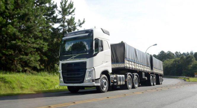 Caminhão Volvo FH recebe prêmio Top of Mind do Transporte.