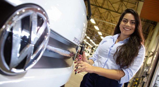 Programa Woman da Volkswagen Caminhões e Ônibus aumenta contratação de mulheres.