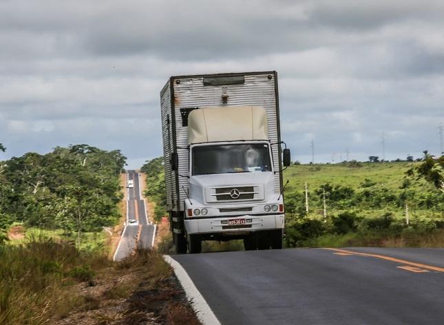 ANTT fiscaliza cerca de 4 mil caminhões no RJ.