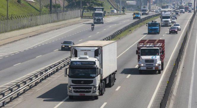 Após pressão de caminhoneiros, tabela do frete é reajustada em 4,13%