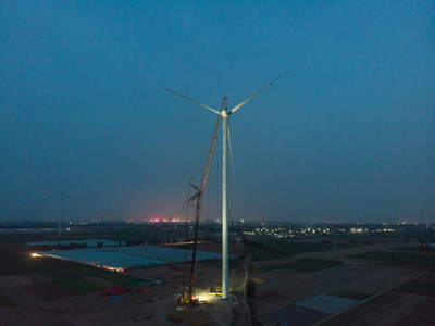 XCMG estabelece novo recorde mundial com o XCA1600 que instalou o mais alto impulsionador em parque eólico