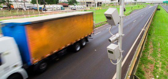 Motorista pode ter salário descontado em razão de multas de trânsito