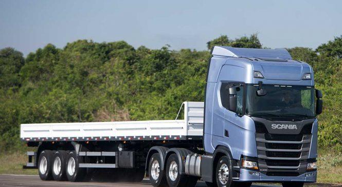 O novato Scania R450 foi o caminhão mais vendido em abril