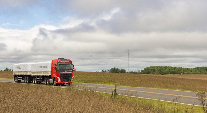 Pela quarta vez, Volvo FH é o caminhão pesado com o maior valor de revenda