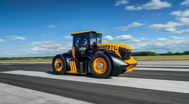JCB e WILLIAMS F1 criam o trator mais rápido do mundo