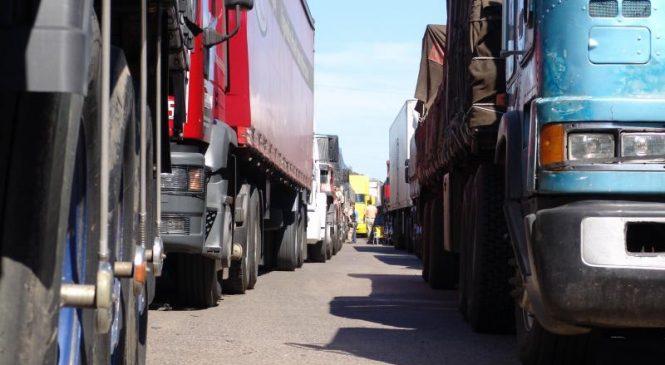 Tabela do governo não levou em conta diferenças operacionais de cada frete, diz entidade de caminhoneiros