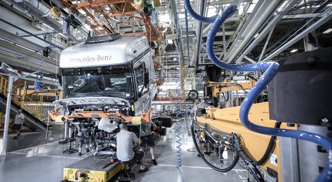 Mercedes reabre segundo turno em fábrica de São Bernardo