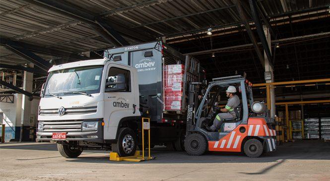 Volkswagen celebra um ano de parceria com Cervejaria Ambev para viabilidade da distribuição elétrica