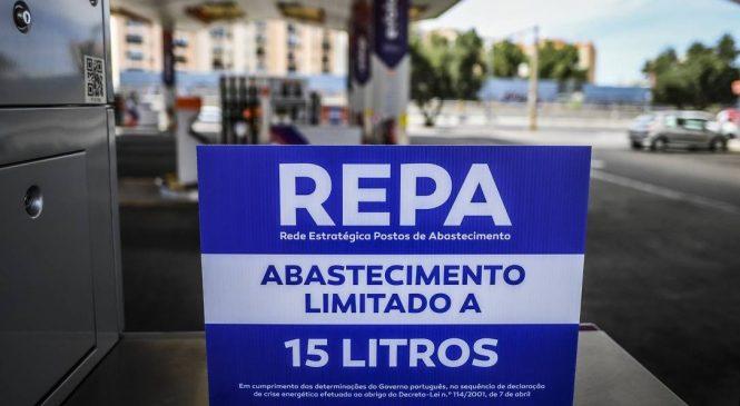 Postos são abastecidos sob escolta em meio a greve dos caminhoneiros em Portugal