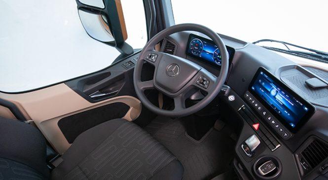 Inédita cabina do Novo Actros proporciona uma nova experiência de interatividade e conforto ao motorista