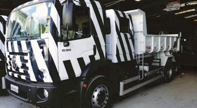 Apta entrega 30 caminhões para empresa prestar serviços à Sabesp