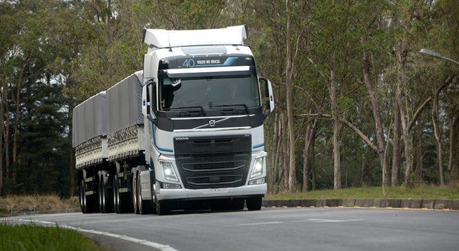 Série Especial do FH e o caminhão mais rápido do mundo são os destaques Volvo na Fenatran
