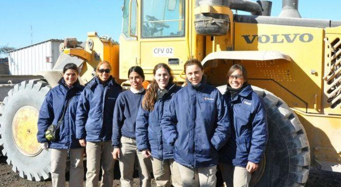 Mulheres se destacam na operação de carregadeiras Volvo