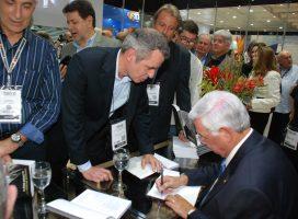 Livro lançado na FENATRAN conta a trajetória de Flávio Benatti