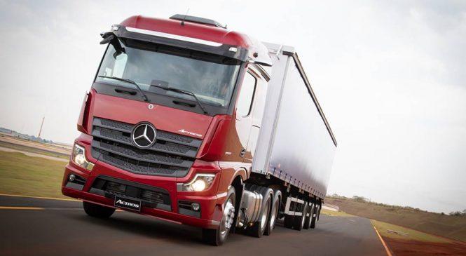 Mercedes-Benz lança o primeiro caminhão sem retrovisor externo  da América Latina na Fenatran