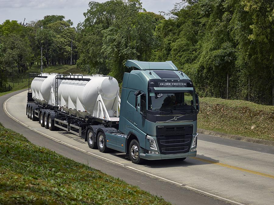 Caminhões Volvo FH e FMX ganham prêmio Best Truck em duas categorias