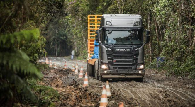 Motor V8 da Scania completa 50 anos
