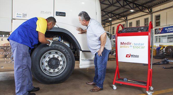 Os 4 sinais que indicam a hora certa de trocar os pneus do caminhão
