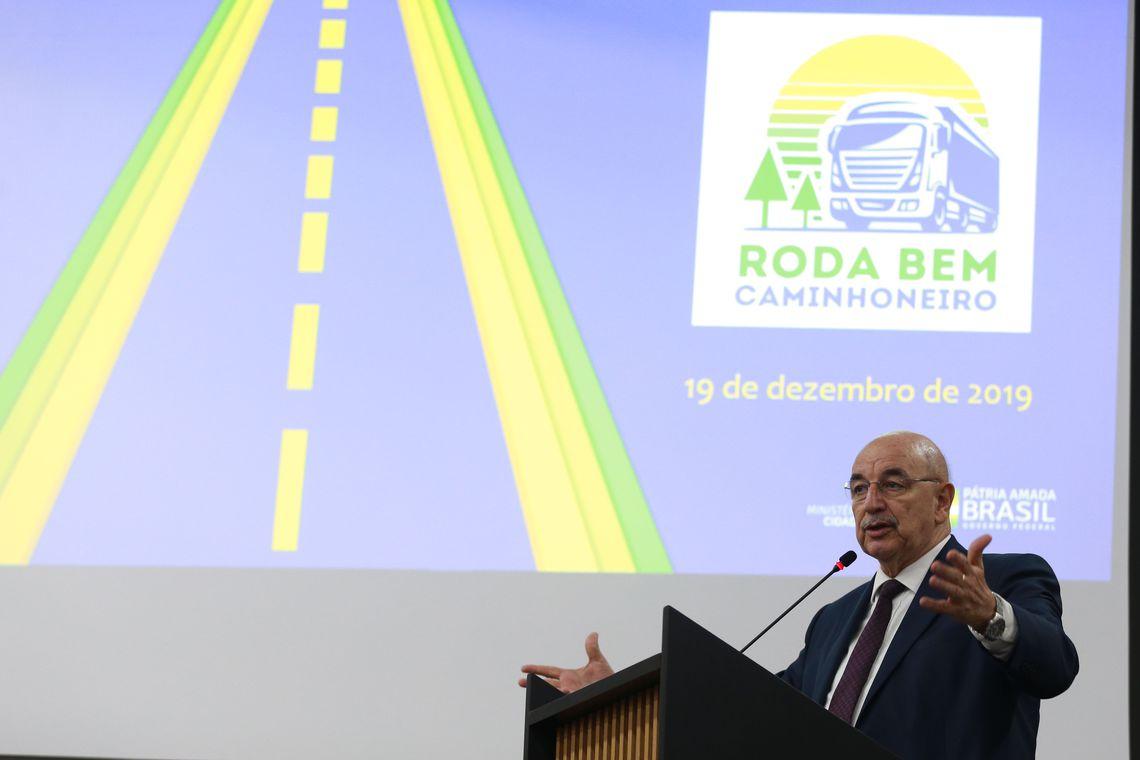 Governo lança programa para estimular cooperativas de caminhoneiros